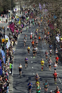 512px-2013_London_Marathon_at_Victoria_Embankment_(1)