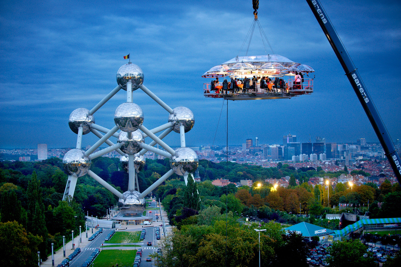 London in the Sky: Daredevil dining at 100 ft above the city | Harden\'s